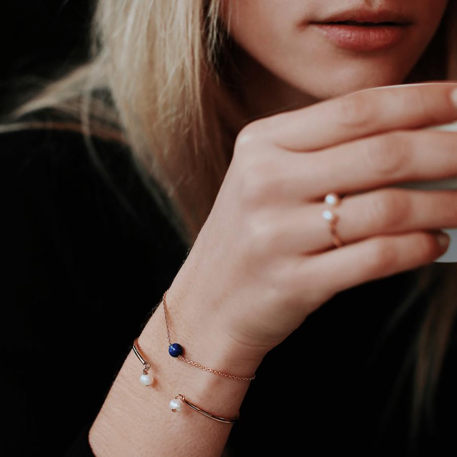 Bracelet plaque or lapis lazuli perle aglaiaco