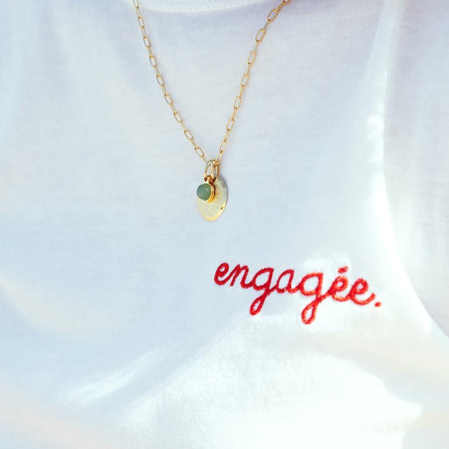 T shirt blanc coton engag%c3%a9e collier plaque or medaille aventurine aglaiaco %281%29