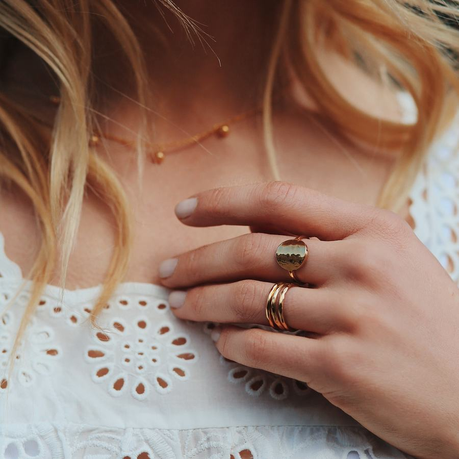 Bagues plaque or martel%c3%a9 anneau bijoux aglaiaco %283%29