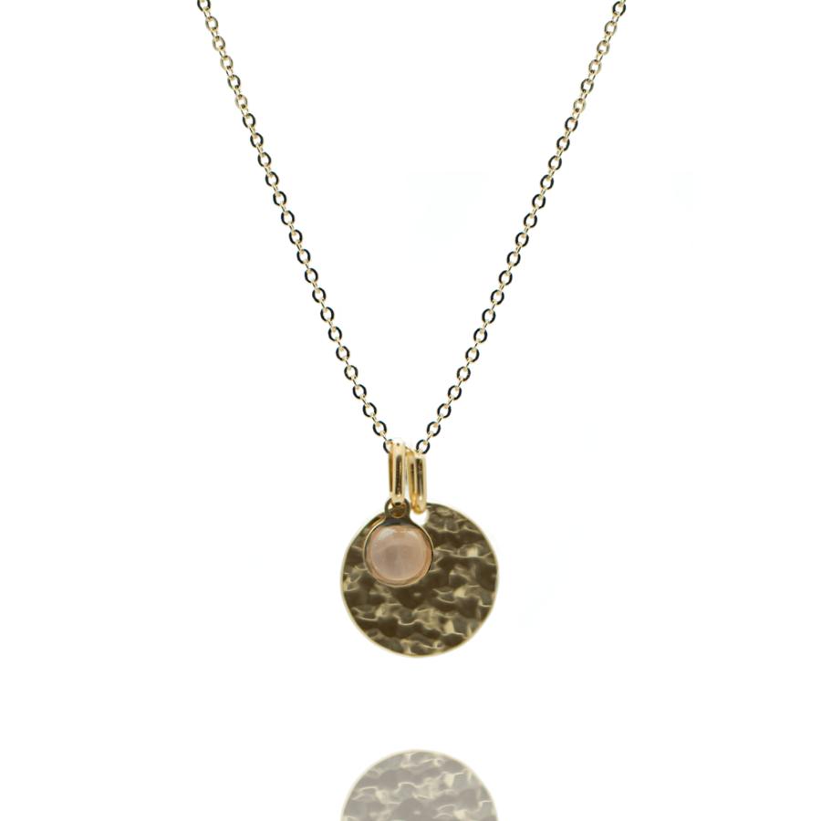 Collier plaque or medaille martel%c3%a9e pierre quartz rose chaine forcat atelier aglaiaco